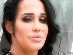 Big-Tit Nadya OCTOMOM Suleman plays with pussy then Interviewed