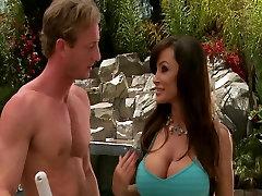 Big boobed brünett MILF Lisan Ann fucks noor kukk pool