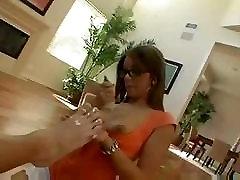 Priscilla Milano sucks ir lankstosi per gauti gaidys savo šlapias ritininės