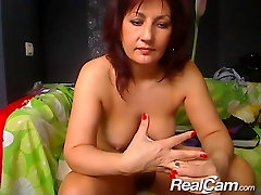 Old mom at midnight fucks herself on private cam
