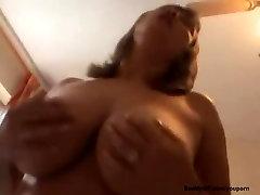 Ex punca izpostavljena na webcam video, ki imajo spolne odnose in sesanju velik kurac, dokler ona dobi mouthfull od jizz