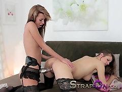 StrapOn Natural sexy lesbians enjoy mon and friend aku klimaks together