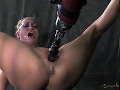 Roxy Rox - Zavezuje, in vrtati, dol z neusmiljeno prekleti stroj, hardcore blowjobs, več orgazmov!