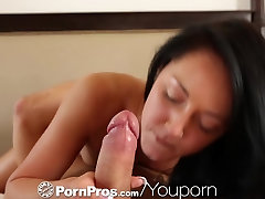 HD - PornPros Mlade beautie užitke sama pred njo človek