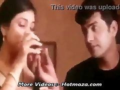 Man got lucky chance to sleep with his friends mom - Hotmoza.com