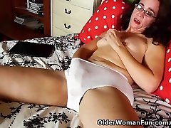 Mom soaks her panties with pussy juice