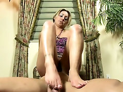 Footdom hottie tramples