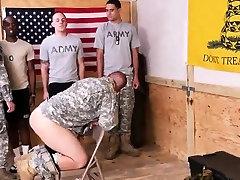 Vojaške gay kosmate riti, medtem naše boink narednik je bil ta