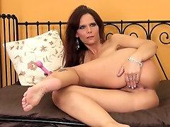 Big tit jennifer white student De hungarian girls fuck is live on webcam toying her moist hole