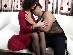 Skinny amatuer anal ebony beauty sits her pussy on an big cock
