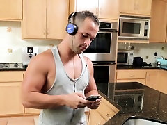 Muscled gay amateur jizz