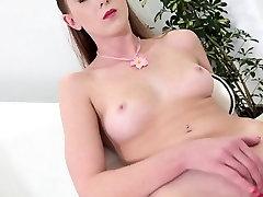 Horny free poshtohijre Babe Linda Sweet Masturbates