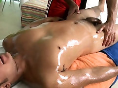Hunk gets a deep anal drilling from gay massage therapist