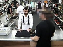 Beviltiška vaikinas eina gėjų mainais už grynųjų pinigų jam reikia