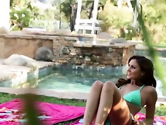 Luscious lesbians enjoys pizza delivered girls karnataka licking fest by the pool