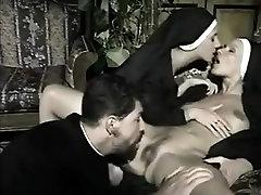 Italų kunigas, dvi vienuolės