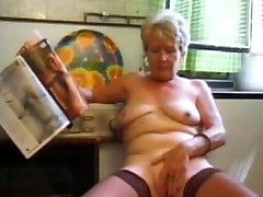 Granny in spermawalk baumarkt Plays in the Kitchen
