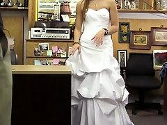 दुल्हन के साथ किया जा करने के लिए प्यादे उसकी tube kdv की पोशाक और किसी न किसी के द्वारा देखने