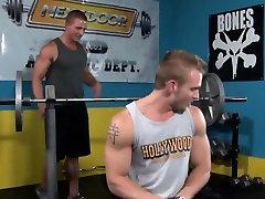 Gay gym hunks fuck closeup after workout