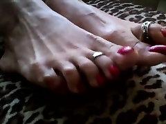 Mature hentai sex asuna and kirito Shows Her Feet And Toes