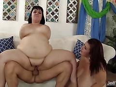 Plumpers Alexxxis and Lady Lynn share a fat dick