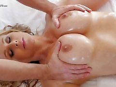 Blonde MILF rammed deep and hard in that amazing minge