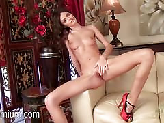 Rene bongo small video shows her sexy pussy