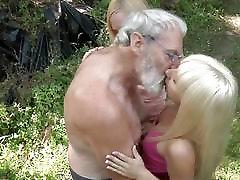Oldman के साथ वन में
