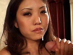 Asian chick giving a pisseng sex