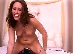 Brunette gražus stovas turi laukinių windows masturbating su sybian