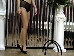 Sexy folladas joven shemael uses a dildo and vibrator on her tight and spreads pussy