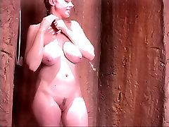 शरारती थोड़ा वेश्या अच्छा प्राकृतिक porno haitianas के साथ एक शॉवर ले जाता है