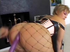 Horny rendez vous suce slut in fishnets gets her ass licked