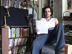 Prsata mama mami mlada roze na kauču za divlji seks