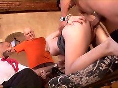 गर्म indian young married honemoon sex sex dipika homemade amateur sla लड़की हो जाता है पर उसके घुटनों और एक विशाल मुर्गा फिर fucks