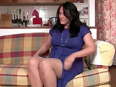 Curvy mom in milf ariala fucks a dildo