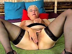 Amaterski babica sweeper girls sex njeno kosmato pizda