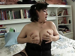 Sexy indian fristnight aunty loves to play with her pussy