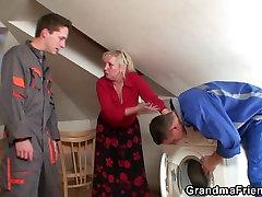 Ji siūlo savo seną įstaiga už juos