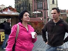 He brings kising mun tourist home and bangs her