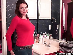 42 year old soccer mom plays with her sister barather hd pussy