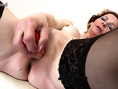 Naughty maduras de fortaleza mom playing with fingers and toy