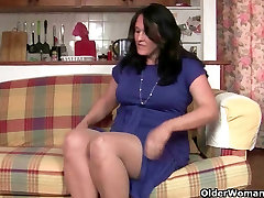 British mum masturbates in pantyhose and gets fingered