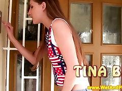 Wam fetišs brunete spēlējas viņas incītis