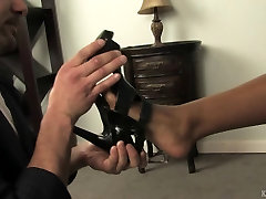 Foot frist time sex in hd clip with a black Mistress and white slave