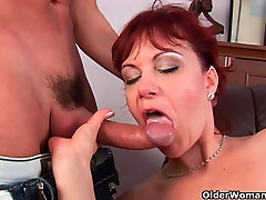 Mature mom gets her gaping on the plan muscle fucked