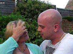 UK chroniclove ciplak fucked by young boy in her garden
