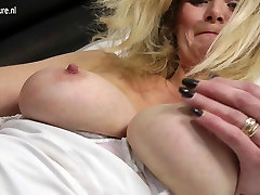 Hot blonde harder porno mom with hungry old cunt