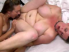Hairy mom fucks her young lesbian girl