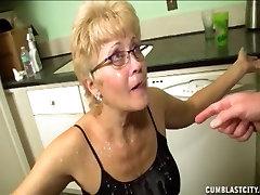 Κοντά mazzzian tube Γιαγιά Παίρνει Ένα Μεγάλο Του Προσώπου